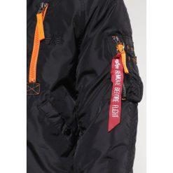 Alpha Industries Kurtka zimowa black/orange. Czarne kurtki męskie zimowe marki Alpha Industries, m, z aplikacjami. Za 1009,00 zł.