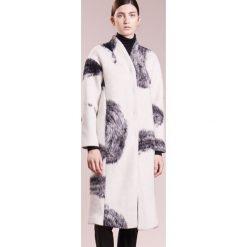 Płaszcze damskie pastelowe: Bruuns Bazaar JULIE Płaszcz wełniany /Płaszcz klasyczny white
