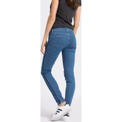 Wrangler - Jeansy Skinny Indigo Uniform. Szare jeansy damskie rurki marki Wrangler, na co dzień, m, z nadrukiem, casualowe, z okrągłym kołnierzem, mini, proste. W wyprzedaży za 199,90 zł.