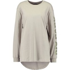 Ivy Park SLEEVE LOGO Bluzka z długim rękawem laurel oak. Zielone bluzki longsleeves Ivy Park, m, z bawełny, sportowe. Za 149,00 zł.