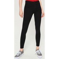 Jeansy skinny mid waist - Czarny. Czarne jeansy damskie skinny marki Sinsay, z jeansu. Za 39,99 zł.