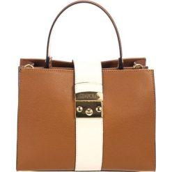 Torebki klasyczne damskie: Skórzana torebka w kolorze koniaku – (S)26 x (W)32 x (G)13 cm
