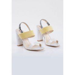 Sandały damskie: Eleganckie sandały z paskami