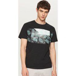 T-shirty męskie z nadrukiem: T-shirt z roślinnym nadrukiem – Czarny
