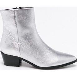 Pieces - Botki. Szare buty zimowe damskie Pieces, z materiału. W wyprzedaży za 199,90 zł.