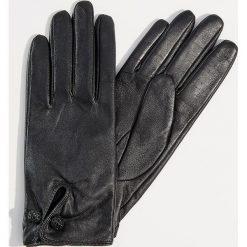 Skórzane rękawiczki z biżuteryjnym zapięciem - Czarny. Czarne rękawiczki damskie Mohito. Za 89,99 zł.