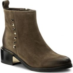 Botki CARINII - B4087 I43-000-PSK-C54. Zielone buty zimowe damskie Carinii, z nubiku, na obcasie. W wyprzedaży za 259,00 zł.
