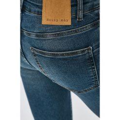 Noisy May - Jeansy. Niebieskie jeansy damskie marki Noisy May, z bawełny. W wyprzedaży za 89,90 zł.