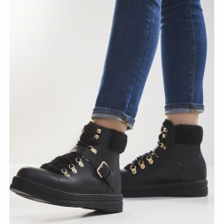Czarne Traperki Untold. Czarne buty zimowe damskie Born2be, na płaskiej podeszwie. Za 79,99 zł.