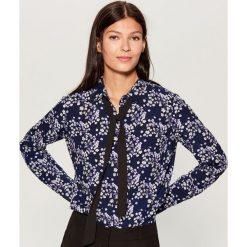 Koszula z wiązaniem przy dekolcie - Niebieski. Niebieskie koszule wiązane damskie marki Mohito. Za 79,99 zł.