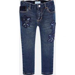 Mayoral - Jeansy dziecięce 92-134 cm. Niebieskie rurki dziewczęce Mayoral, z aplikacjami, z bawełny. Za 129,90 zł.
