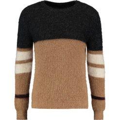 Swetry klasyczne męskie: Sisley Sweter camel