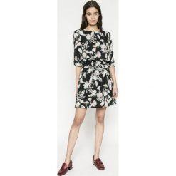 Answear - Sukienka Wild Nature. Różowe sukienki mini marki numoco, l, z dekoltem w łódkę, oversize. W wyprzedaży za 99,90 zł.