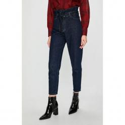 Review - Jeansy. Szare jeansy damskie relaxed fit marki Review, l, z tkaniny, z okrągłym kołnierzem. Za 219,90 zł.