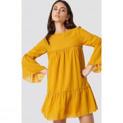 NA-KD Boho Szyfonowa sukienka mini - Yellow. Niebieskie sukienki boho marki NA-KD Boho, na imprezę, w koronkowe wzory, z koronki, na ramiączkach, mini. Za 121,95 zł.