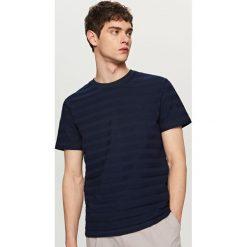 T-shirty męskie: T-shirt w strukturalne pasy – Granatowy