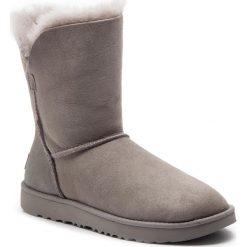 Buty UGG - W Classic Cuff Short 1016418 W/Sel. Szare buty zimowe damskie marki Ugg, z materiału, z okrągłym noskiem. Za 879,00 zł.