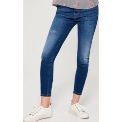 Jeansy skinny high waist - Granatowy. Czerwone jeansy damskie skinny marki Mohito, z bawełny. Za 99,99 zł.