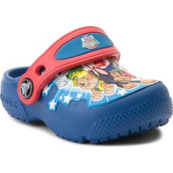Klapki CROCS - Funlab Paw Patrol Clogs Ps B 205180  Blue Jean. Niebieskie klapki chłopięce marki Crocs, z tworzywa sztucznego. W wyprzedaży za 139,00 zł.
