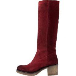 Pinto Di Blu Kozaki na platformie red. Czarne buty zimowe damskie marki Kazar, z futra, przed kolano, na wysokim obcasie, na koturnie. Za 609,00 zł.