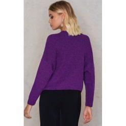 NA-KD Sweter z dzianiny z kieszeniami z przodu - Purple. Fioletowe swetry klasyczne damskie marki NA-KD, z dzianiny, z okrągłym kołnierzem. W wyprzedaży za 80,98 zł.