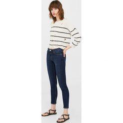 Mango - Jeansy Olivia1. Niebieskie jeansy damskie rurki marki Mango. W wyprzedaży za 79,90 zł.