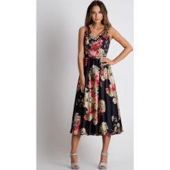 Sukienka midi odcinana w talii BIALCON. Szare sukienki hiszpanki BIALCON, na imprezę, na lato, z kopertowym dekoltem, bez rękawów, midi, kopertowe. Za 359,00 zł.
