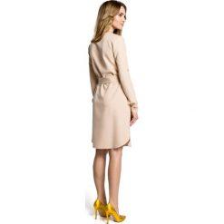 LUISA Sukienka koszulowa z paskiem - beżowa. Brązowe sukienki z falbanami Moe, z koszulowym kołnierzykiem, koszulowe. Za 159,90 zł.