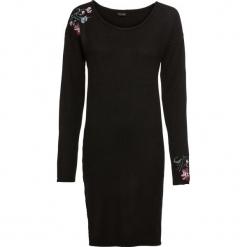 Sukienka dzianinowa z haftem bonprix czarny. Czarne sukienki dzianinowe marki bonprix, z haftami, z długim rękawem. Za 89,99 zł.