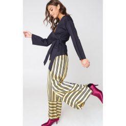 Bluzki asymetryczne: NA-KD Trend Kopertowa bluzka kimono - Black