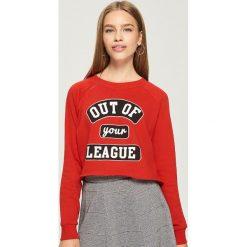 Krótka bluza - Czerwony. Czerwone bluzy damskie marki Sinsay, l, z krótkim rękawem, krótkie. W wyprzedaży za 19,99 zł.