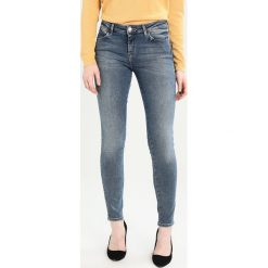 Rurki damskie: Wrangler BESPOKE Jeans Skinny Fit worn blue
