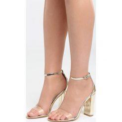 Złote Sandały Roses Are Red. Czerwone sandały damskie na słupku marki Born2be, z materiału, na wysokim obcasie. Za 89,99 zł.