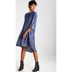 Sukienki hiszpanki: And Less LEIHOEK  Sukienka letnia blue denim