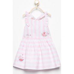 Bawełniana sukienka w paski - Biały. Białe sukienki dziewczęce Reserved, w paski, z bawełny. W wyprzedaży za 39,99 zł.