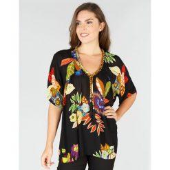 Bluzki asymetryczne: Bluzka z dekoltem w serek i krótkim rękawem, w kwiatowy wzór