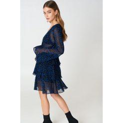 NA-KD Boho Sukienka z długim rękawem - Blue,Navy. Niebieskie sukienki boho marki NA-KD Boho, na imprezę, w koronkowe wzory, z koronki, na ramiączkach, mini. Za 202,95 zł.