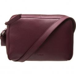 Skórzana torebka w kolorze bordowym - 23 x 15,5 x 8 cm. Czerwone torebki klasyczne damskie BREE, w paski, z materiału. W wyprzedaży za 295,95 zł.