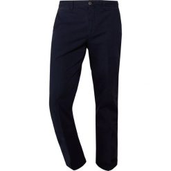 Hackett London Chinosy dark blue. Niebieskie chinosy męskie Hackett London, z bawełny. Za 589,00 zł.