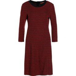 BOSS CASUAL DACUBA Sukienka dzianinowa medium red. Czerwone sukienki dzianinowe BOSS Casual, na co dzień, xs, casualowe. W wyprzedaży za 468,30 zł.