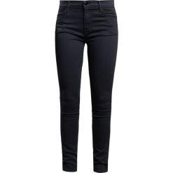 J Brand Jeans Skinny Fit seriously black. Szare jeansy damskie relaxed fit marki J Brand, z bawełny. W wyprzedaży za 683,40 zł.