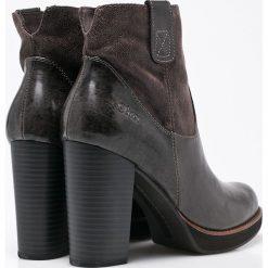 S. Oliver - Botki. Czarne buty zimowe damskie S.Oliver, z materiału, z okrągłym noskiem, na obcasie. W wyprzedaży za 179,90 zł.