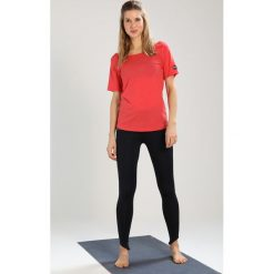 Topy sportowe damskie: super.natural ESSENTIAL SCOOP NECK TEE Tshirt basic clove red