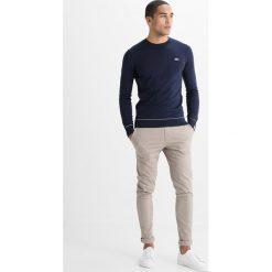 Lacoste LIVE Sweter marine/blanc. Niebieskie swetry klasyczne męskie Lacoste LIVE, l, z bawełny. W wyprzedaży za 343,20 zł.