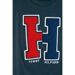 Tommy Hilfiger - T-shirt dziecięcy 128-176 cm. Szare t-shirty chłopięce z nadrukiem marki TOMMY HILFIGER, z bawełny, z okrągłym kołnierzem. W wyprzedaży za 149,90 zł.