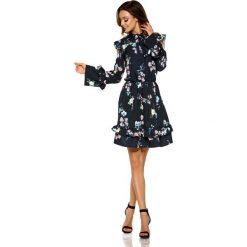 Wzorzysta Sukienka w Kwiaty z Falbankami Typu Cold Shoulder. Czarne sukienki na komunię Molly.pl, na co dzień, s, w kolorowe wzory, z tkaniny, z falbankami. Za 208,90 zł.