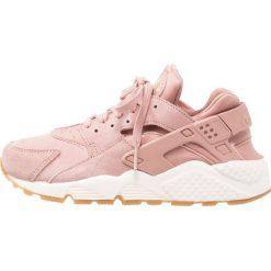 Tenisówki damskie: Nike Sportswear AIR HUARACHE RUN SD Tenisówki i Trampki particle pink/mushroom/sail/light brown