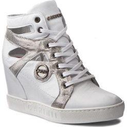 Sneakersy CARINII - B3909  I81-J17-000-B88. Białe sneakersy damskie Carinii, z materiału. W wyprzedaży za 299,00 zł.