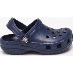Crocs - Sandały dziecięce. Niebieskie sandały chłopięce marki Crocs, z materiału. W wyprzedaży za 99,90 zł.