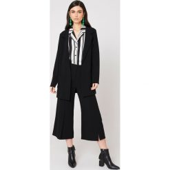 Rut&Circle Spodnie z rozcięciami Ofelia - Black. Zielone spodnie z wysokim stanem marki Emilie Briting x NA-KD, l. Za 161,95 zł.